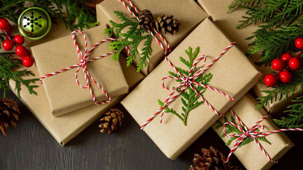regalos de navidad abriendo