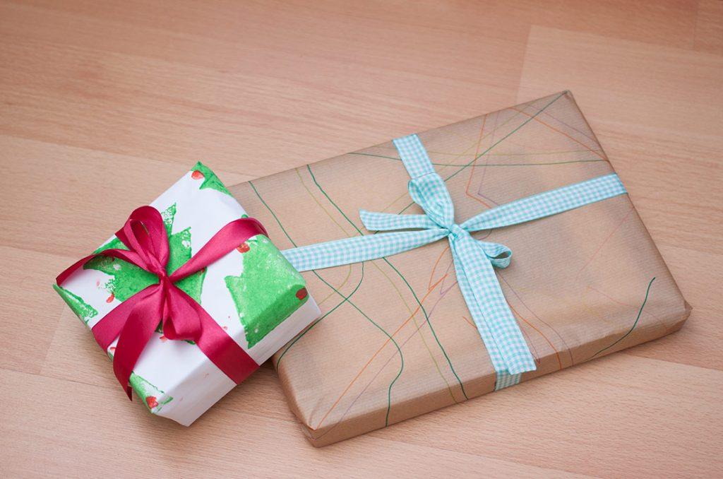 envolver regalos en bolsa